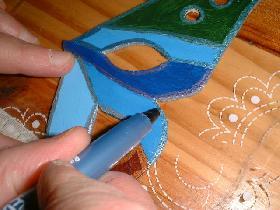 utiliser les feutres métal pour séparer nettement les différentes couleurs de l'aile ( couleur du stylo assortie à celle de la peinture )