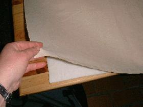 poser le tissu sur le molleton