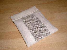 puis replier le tissu et fermer par une couture