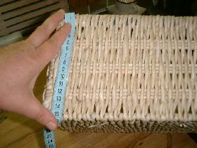 mesurer la hauteur +12cm et la longueur totale du pourtour +20cm<br /> couper le rectangle à ces mesures