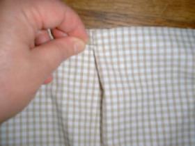 assembler fond et pourtour avec les épingles en répartissant quelques petits plis