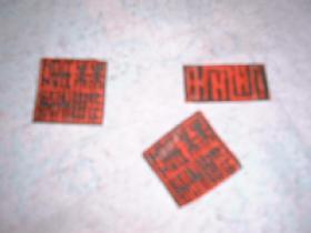 découper quelques petits motifs dans les restes de serviette