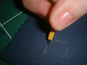 et découper les lettres grâce au cutter bilames