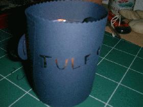 allumer la bougie et mettre ensuite le cylindre en papier