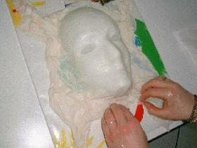 former des plis autour du visage