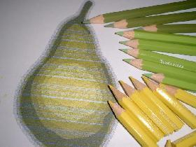 imprimer le modèle de poire et faire un placement des différents crayons avant assemblage