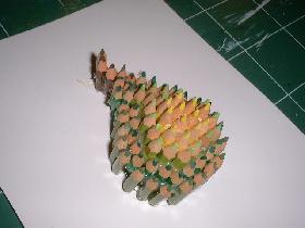 continuer jusqu'à l'obtention de la poire et positionner celle-ci sur la feuille cartonnée