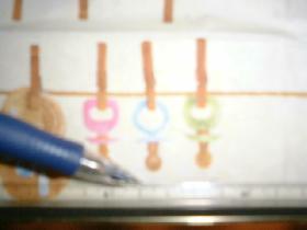 repérer les ensembles tétines sur la serviette et tracer des rectangles de même hauteur autour de ces ensembles